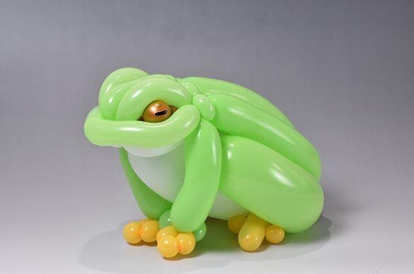Karya patung hewan terbuat dari balon